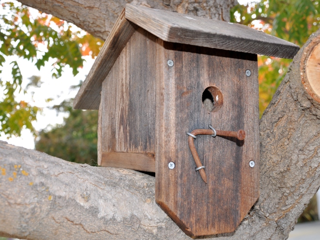 reclaimed fencing birdhouse