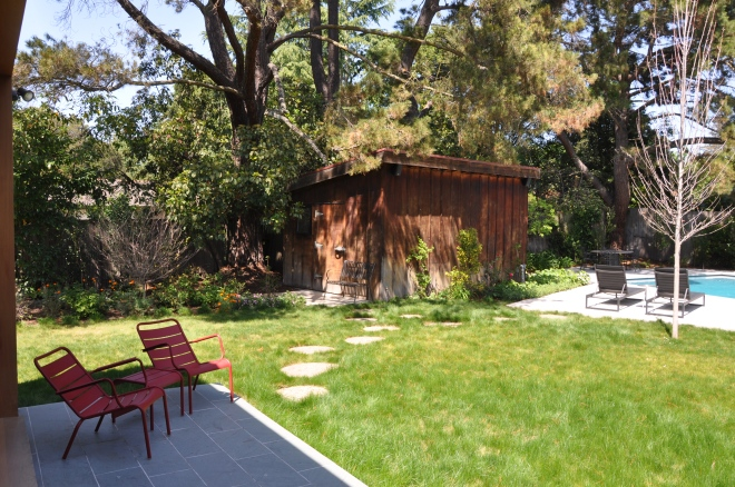 Spiegel Home: Porch, pool and water wise grass