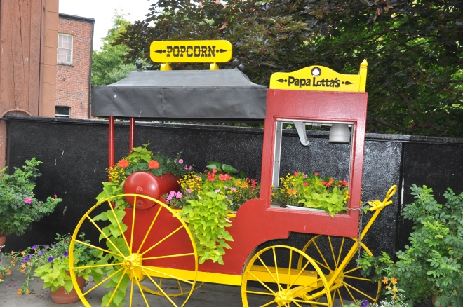 popcorn cart of flowers