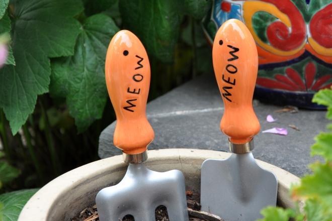 garden tools meow