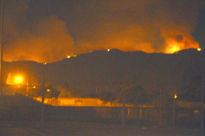 loma-fire-at-night