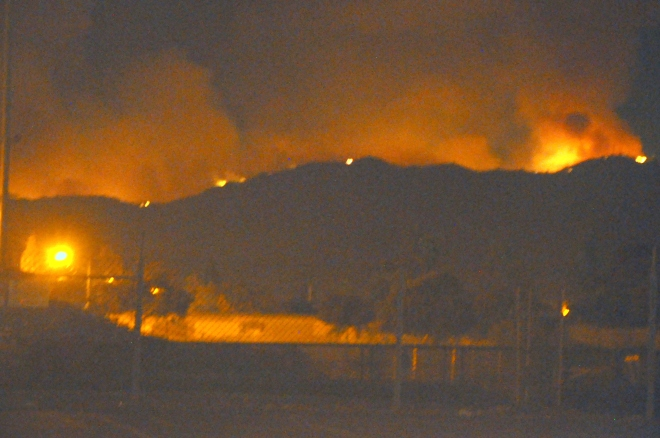 loma-fire-at-night