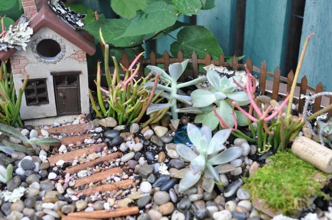 fairy-garden-details-cinnamon-walkway