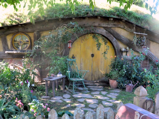 Yellow Hobbit-hole, Hobbiton New Zealand