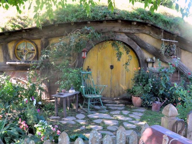 Yellow Hobbit-hole, Hobbiton New Zealand