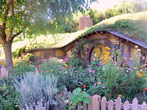 yellow Hobbit house garden view Hobbiton – Gardening Nirvana